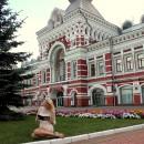 ''Ах, какой пассаж!''. На фоне Главного ярмарочного дома. Автор Кручинина Т.С.