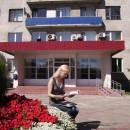 ''Читающая блондинка''. У здания администрации Канавинского района. Автор Антоно
