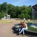 ''В летний зной''. У фонтана возле ДК им. В.И. Ленина и парка им. 1 Мая. Автор П