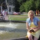 ''У фонтана...''. На площади между ДК им. В.И. Ленина и парком им. 1 Мая. Автор