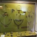 Женские украшения, расписанные палехскими мастерами. Государственный музей Палех
