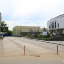 Отличное место для прогулок и отдыха - площадь между зданиями цирка и планетария