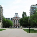 Ярмарочный проезд, здание Главного ярмарочного дома. Май 2010 г.