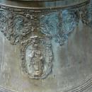 Старинный колокол на территории Спасского Староярмарочного собора. Фрагмент