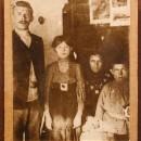 Семья Голиковых. 1911 год. Слева направо: Иван, Надежда, мать Прасковья Ванифать