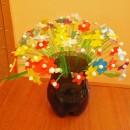 Ваза с цветами из пластиковых бутылок. Работа Стяжковой В.С.
